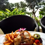 キレイな海を見ながら食事ができる「タイガービーチカフェ」【沖縄】