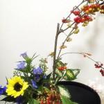生け花【カマツカ、りんどう、ひまわり、菊、ドラセナ・ゴッドセフィアナ】秋のお花