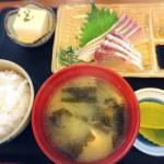 「市場食堂 よし」唐戸市場の朝6時から刺身が食べれる定食屋さん【山口県下関市】