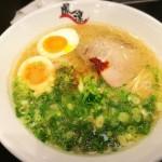 「鳳凛」国体道路沿いのシメにピッタリな美味しいラーメン【福岡市中央区】
